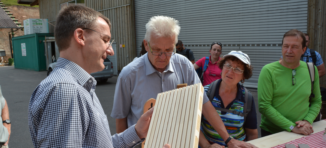 Ministerpräsident Kretschmann besuchte das Sägewerk Echtle